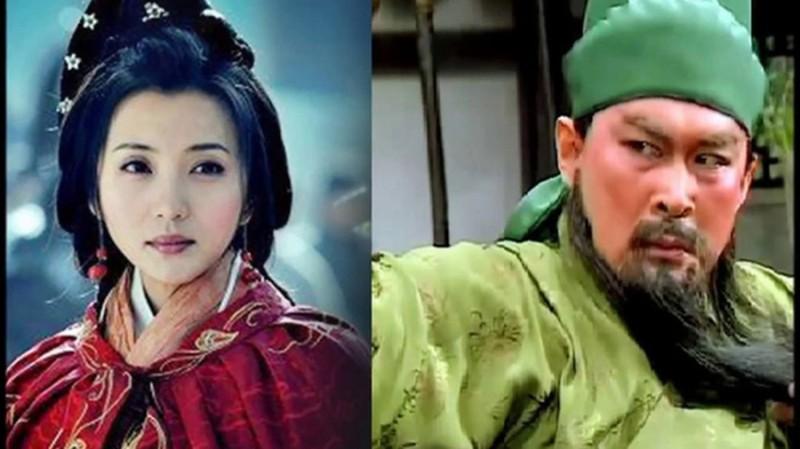 Danh tinh my nu khien Quan Van Truong ca doi rung dong