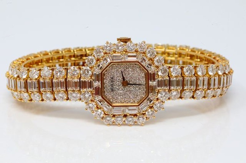 Can canh chiec dong ho Rolex hon 7 ty cua hoang gia Viet