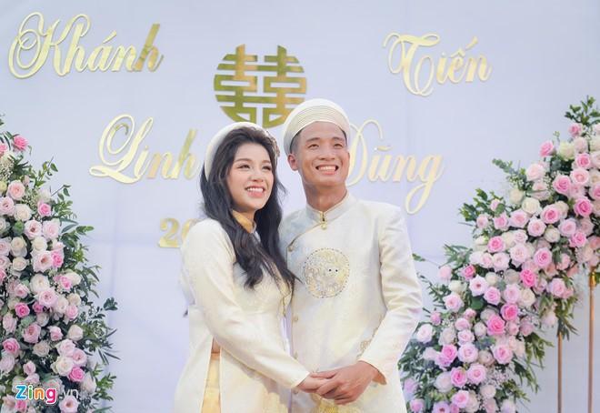 Bui Tien Dung au yem goi Khanh Linh la vo sau le an hoi