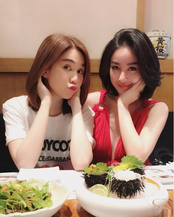 Chi gai bat ngo dang dan chui dam ban Ngoc Trinh ninh bo-Hinh-4