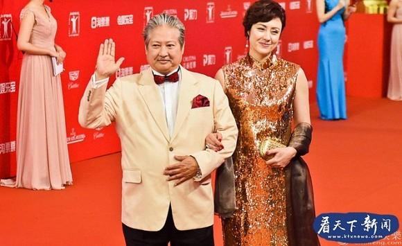Hong Kim Bao noi nong, chi tay quat mang vo giua nha hang-Hinh-2