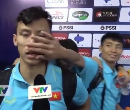 Treu choc dong doi dang phong van la 'truyen thong' cua hoi cau thu-Hinh-2