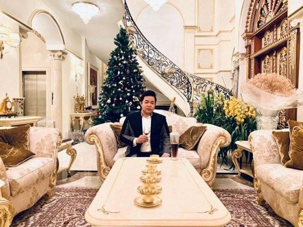 Quang Le don Giang sinh don gian nhung nhin goc nha moi thay do giau co