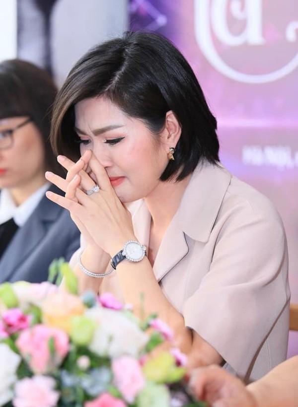 My nhan Viet khon kho nhu the nao sau khi bi phat tan clip nhay cam-Hinh-3
