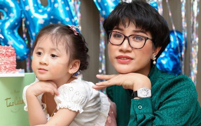 Noi da ga voi hanh trinh sinh con cua nguoi mau Trang Tran