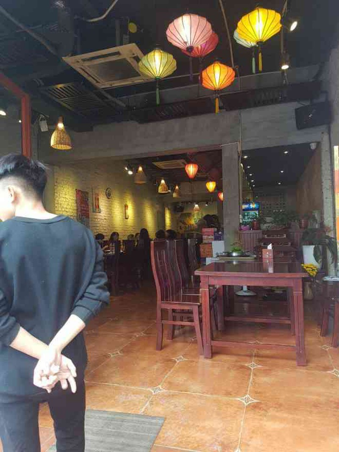 Nha hang dua ruoc mien phi, khach nhau van vang the tham-Hinh-2