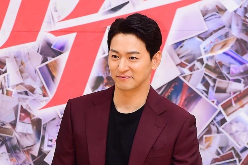 Tin nhan nghi mua dam cua Jang Dong Gun, Joo Jin Mo bi lo the nao?-Hinh-2