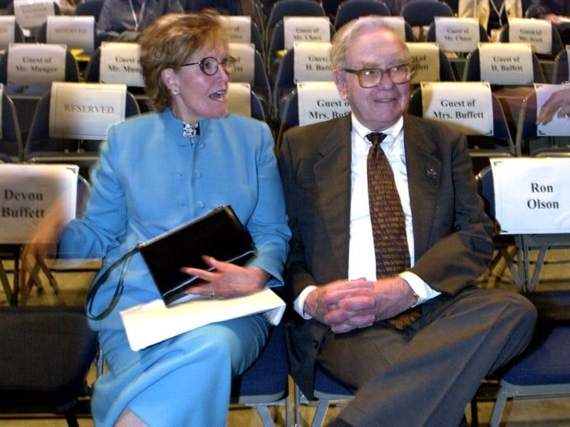 "Nguoi vo ""ky la"" cua ty phu noi tieng Warren Buffett"