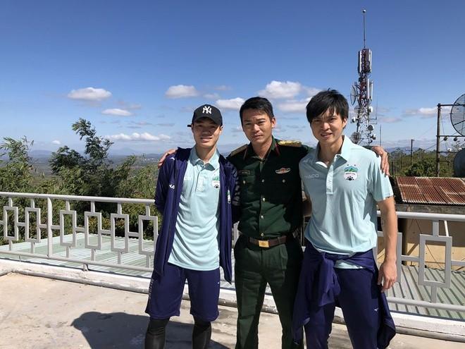 Tien dao Van Toan khoe chup anh 'song ao' cho Tuan Anh-Hinh-2