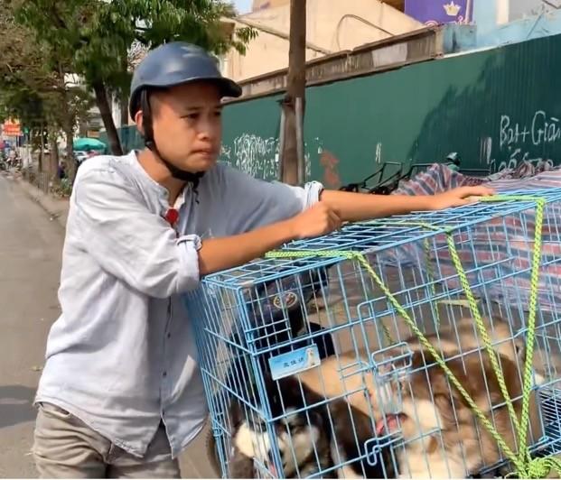 Chang trai ngheo di lam thue, len doi chong mat nho lam YouTube