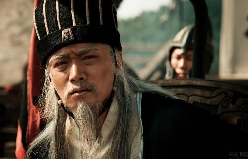 Vi sao Luu Thien phai dap ban khi kham xet cua cai nha Gia Cat Luong?
