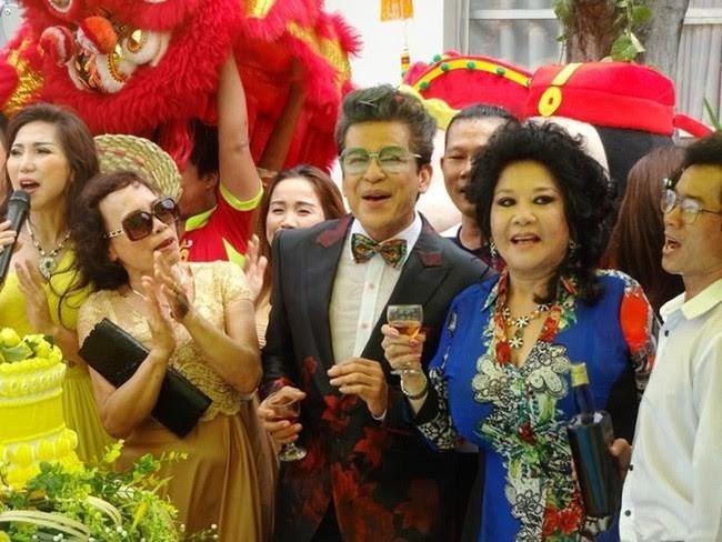 MC Thanh Bach lan dau tiet lo ly do to chuc dam cuoi 10 lan voi 'ba trum' Thuy Nga