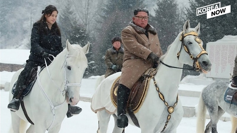 Ong Kim Jong Un cuoi ngua cuc dep gia sieu khung-Hinh-2