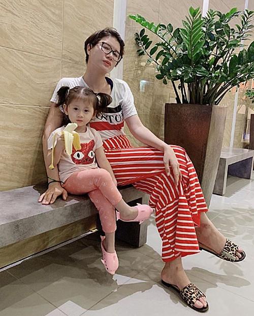 Con gai bi che qua binh thuong, Trang Tran chang ngan ngai dap tra-Hinh-2