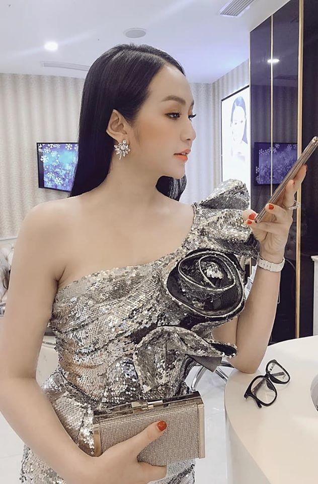 Vo Tuan Hung: 'Gai 3 con' van sexy nghet tho-Hinh-7