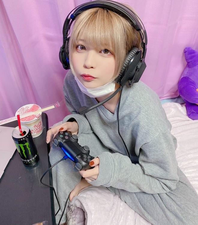 Nu game thu Nhat Ban gay tranh cai khi cong khai anh mat moc-Hinh-3