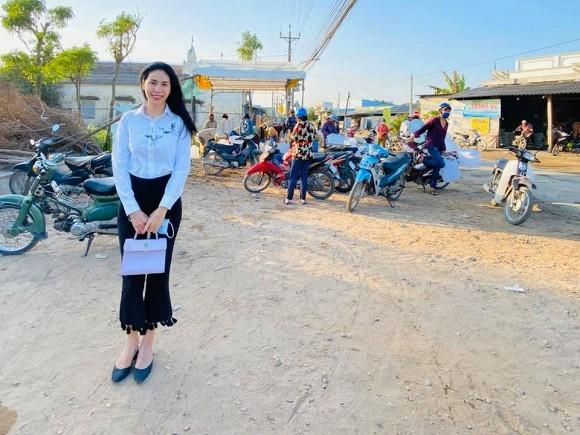Thuy Tien cuoi muon sang vi co dan mang inbox xin tien di sua mui-Hinh-2