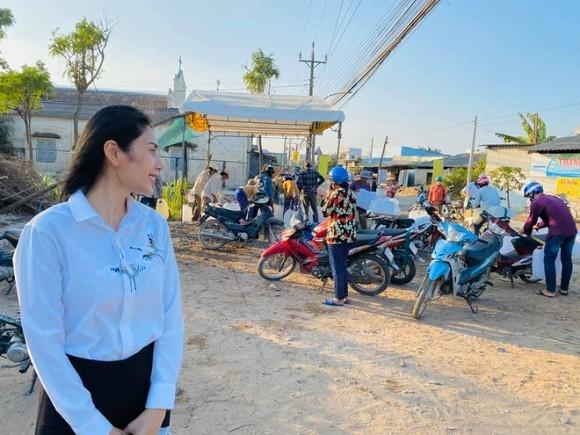 Thuy Tien cuoi muon sang vi co dan mang inbox xin tien di sua mui