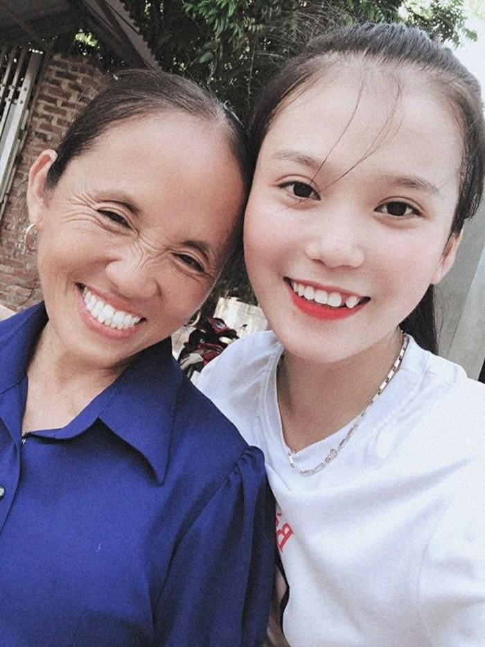 'Choang' voi hinh anh 'chat choi' cua con gai ba Tan Vlog