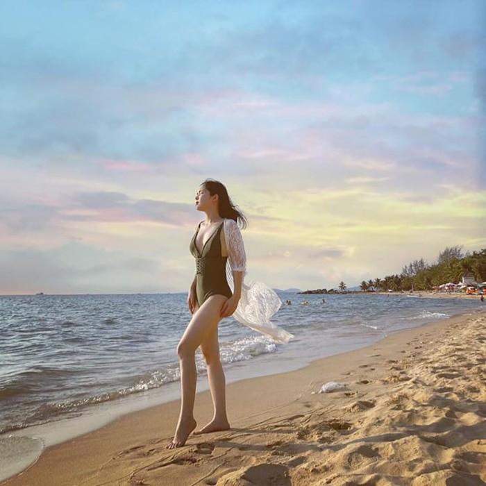 Chi gai Hoa Minzy bat ngo khoe anh dien bikini 'tha dang' goi cam-Hinh-8