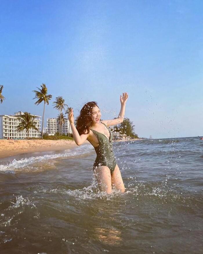 Chi gai Hoa Minzy bat ngo khoe anh dien bikini 'tha dang' goi cam-Hinh-9