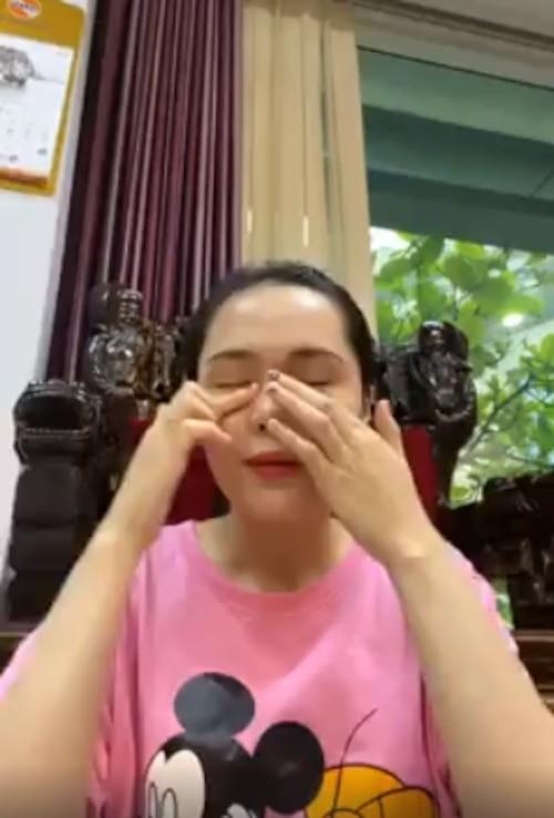 Dang livestream, Quynh Anh bong bat khoc khi duoc hoi ve Duy Manh-Hinh-2