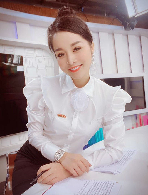 Kin dao khi len song, ngoai doi Vang Anh gu thoi trang trai nguoc-Hinh-2