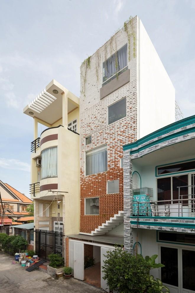 Nha tuong cong phu day cay xanh tai Binh Duong