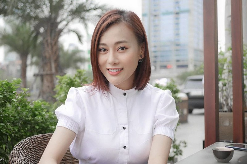 Quynh bup be tiet lo canh nong voi trai tre trong hau truong phim-Hinh-3