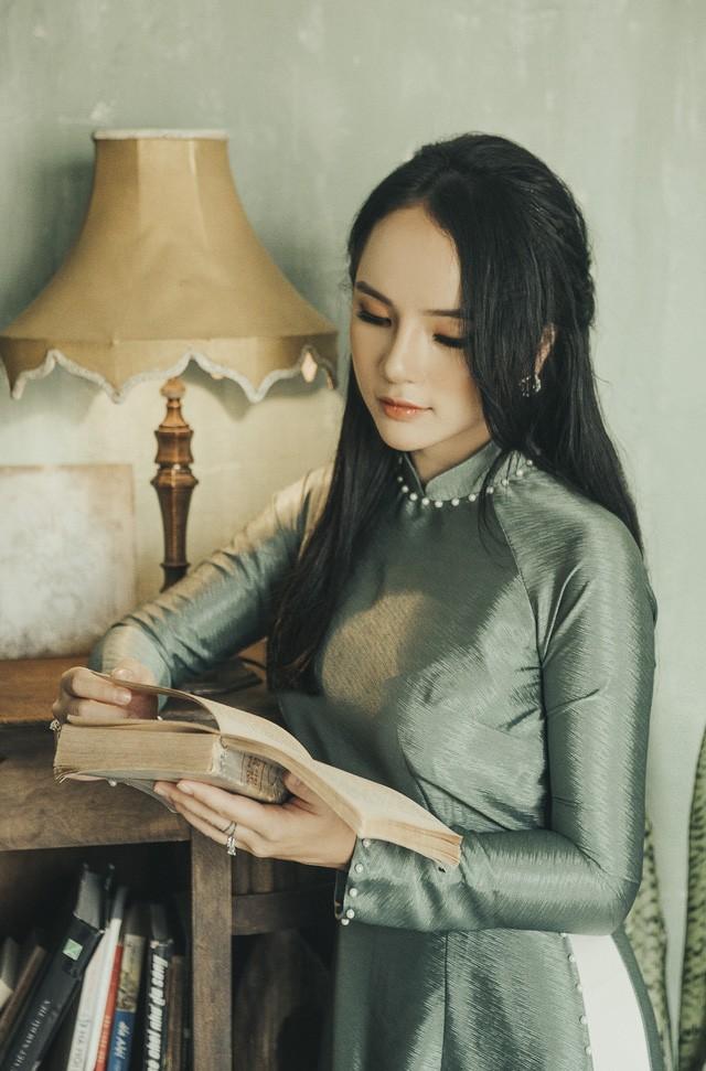 Hoa khoi anh Ha Noi duyen dang ben ta ao dai-Hinh-2