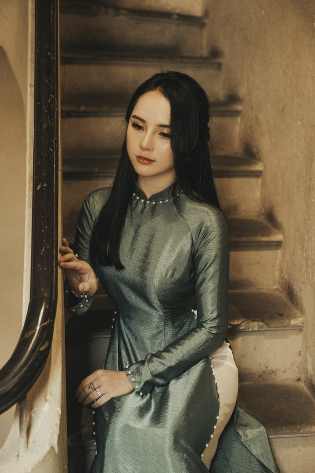 Hoa khoi anh Ha Noi duyen dang ben ta ao dai-Hinh-3