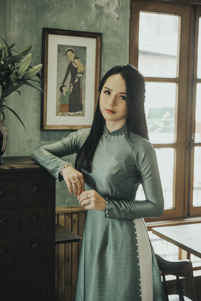 Hoa khoi anh Ha Noi duyen dang ben ta ao dai