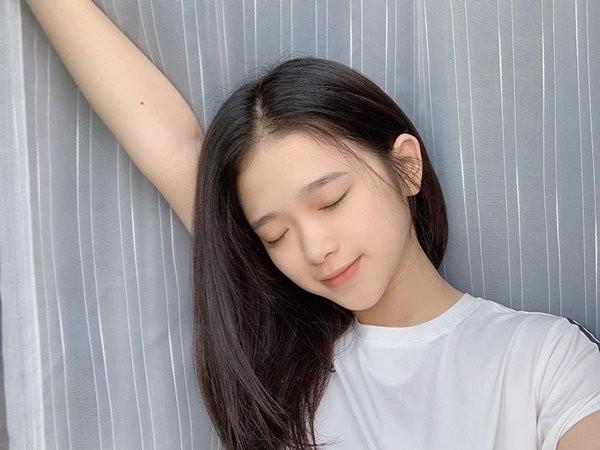 Hot girl Linh Ka khoe mat moc xinh hon ca khi to son phan-Hinh-5