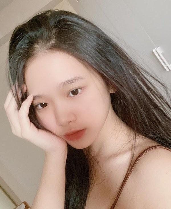 Hot girl Linh Ka khoe mat moc xinh hon ca khi to son phan
