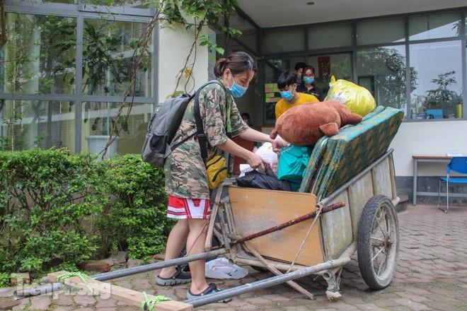Dung xe bo cho do dac 'nhuong' ky tuc xa lam khu cach ly-Hinh-3
