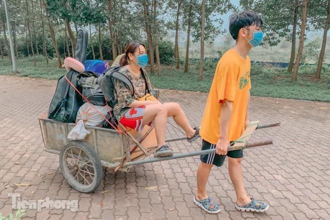Dung xe bo cho do dac 'nhuong' ky tuc xa lam khu cach ly-Hinh-5