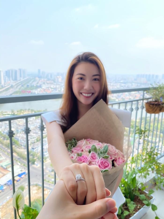 H'Hen Nie - Thuy Van ruc rich ket hon, Hoang Thuy tui than-Hinh-11