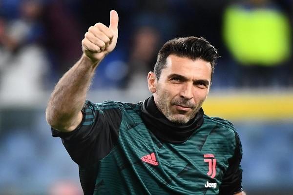 Buffon ky hop dong moi, bat cho Juventus den 43 tuoi