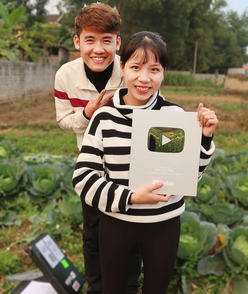 Con dau ba Tan Vlog tro lai lam YouTube
