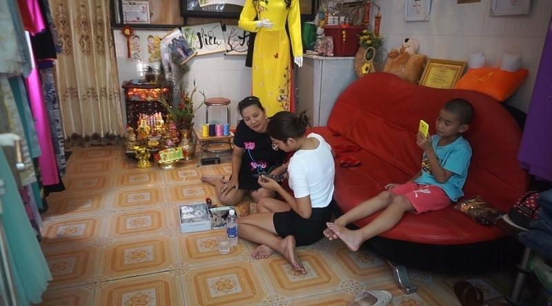 Kieu Trinh phai mang theo con nho, lan loc o truong quay-Hinh-3