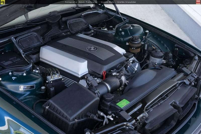 BMW 7-Series bi nhot trong long nhua suot 22 nam-Hinh-5