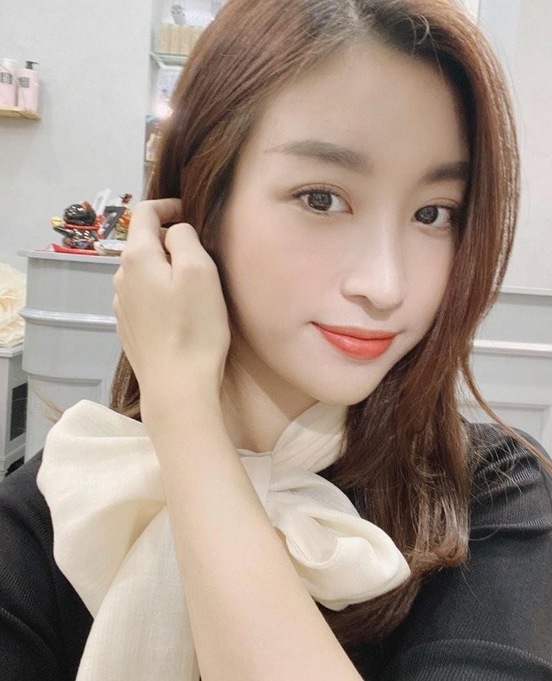 Hoa hau Do My Linh than lam dep that kho nhung day la cach hay-Hinh-4