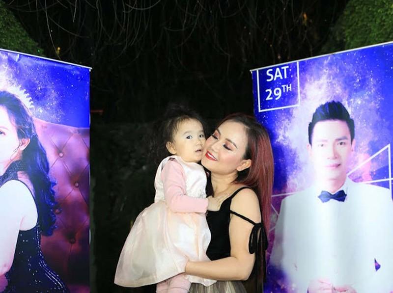 Hoang Yen: 3 cuoc hon nhan tan vo va cu soc sinh con tuoi 40-Hinh-7