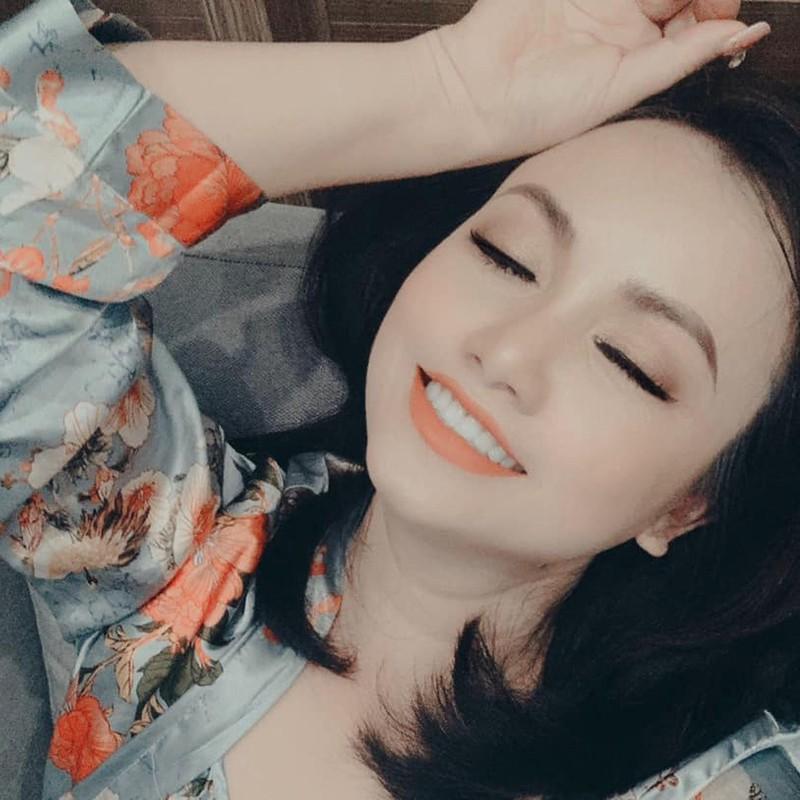 Hoang Yen: 3 cuoc hon nhan tan vo va cu soc sinh con tuoi 40