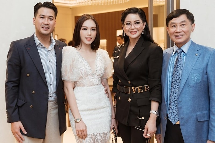 Ty phu Johnathan Hanh Nguyen gui 'nui' luong thuc cho con trai-Hinh-5