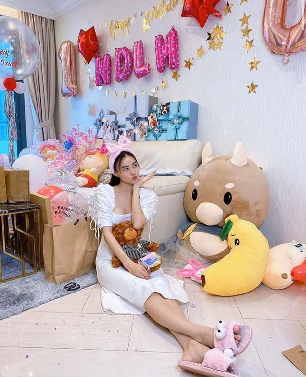 Fan soi ra Ninh Duong Lan Ngoc va Chi Dan o ben nhau sinh nhat-Hinh-4