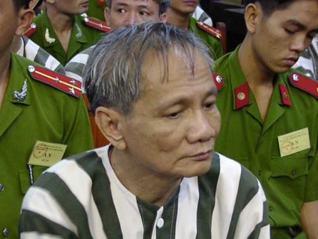 Nam Cam (Ky 2): Bai hoc dau tien trong gioi giang ho-Hinh-2