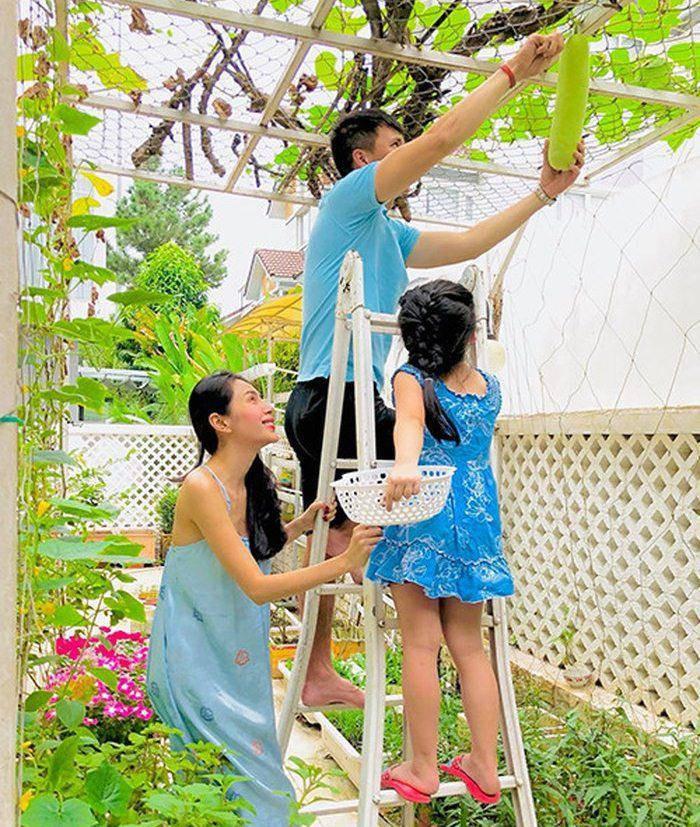 Con gai Minh Nhua dap tra cuc gat khi bi noi khoe hinh con-Hinh-8