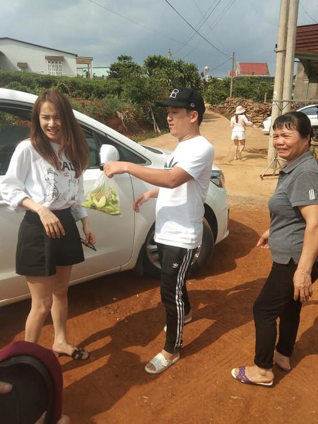 Nhan sac that cua Nha Phuong khi ve que cung chong