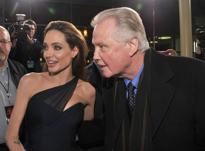Angelina Jolie chia se qua khu khong nhin mat bo de-Hinh-3